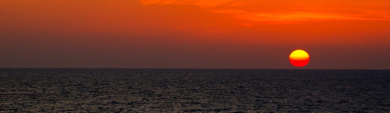 plantation-harbor-water-sunset-pic_edited.jpg