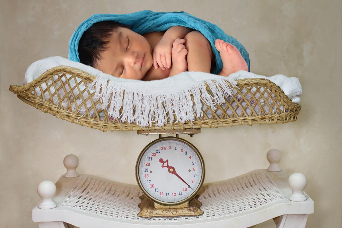 newbornscale380_Edgar.jpg