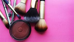 makeup-3907712.jpg