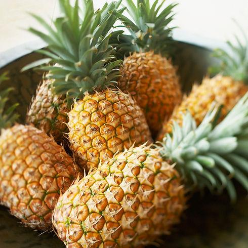 hawaii--platter-of-large-ripe-pineapples