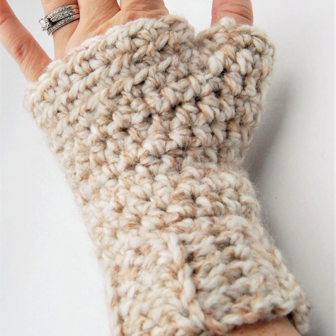 Cream fingerless mittens