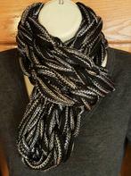chunky sblack arm knnit infinity scarf.p