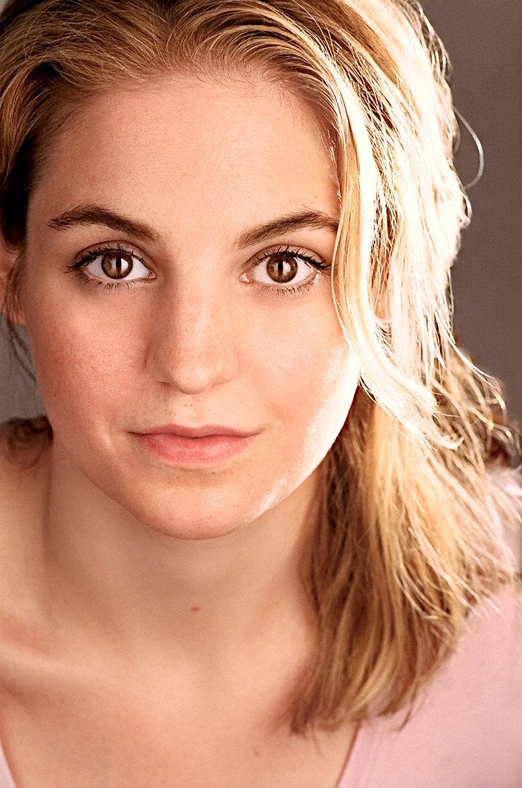Anna Miles HeadShot - Copy.jpg
