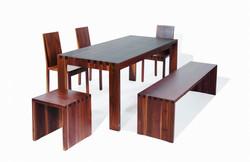 Tischgruppe in Nussbaum massiv