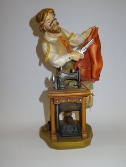 Schneider aus Holz geschnitzt