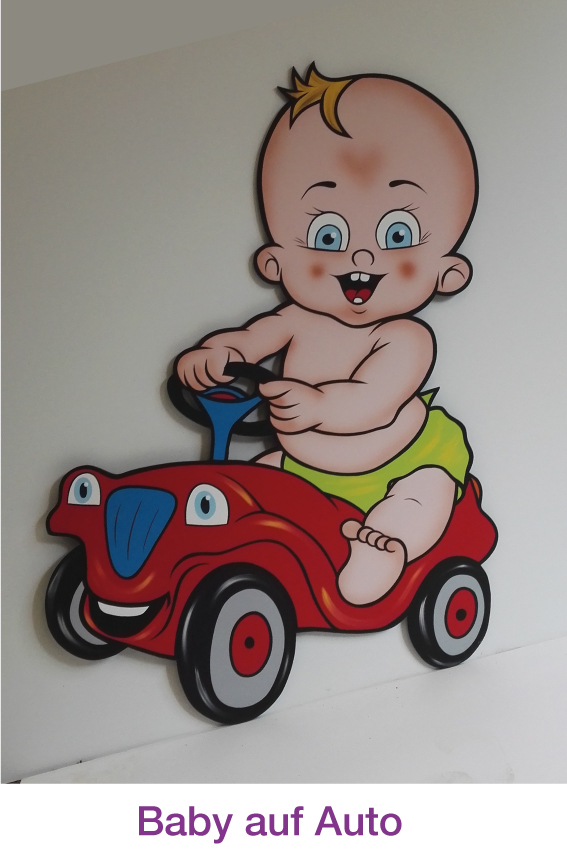 Baby auf Auto / Bobby Car