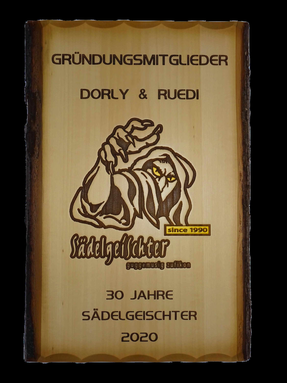 Rindentafel mit Guggä-Logo