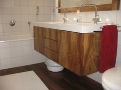 Badezimmermöbel in Nussbaum