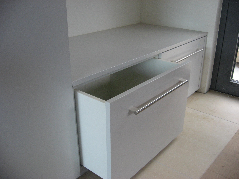 Garderobenschrank Schublade