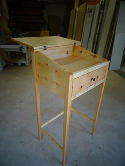 Schreibpult aus Massivholz
