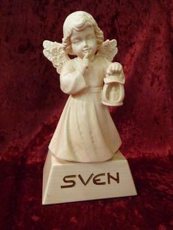 Engel aus Holz mit Laterne