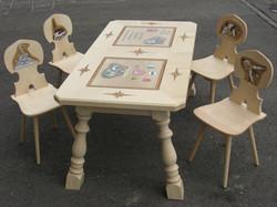 Tisch und Stabellen