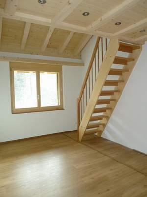 Zimmer DG, mit Treppe und Galerie