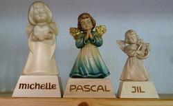 Engel auf Sockel personifiziert