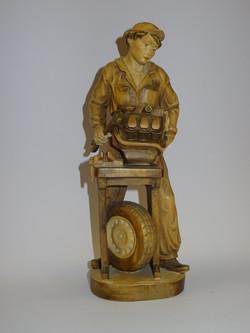 Automechaniker aus Holz geschnitzt