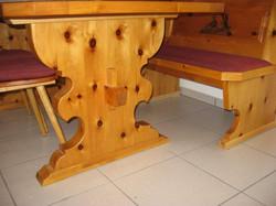 Tischdogge geschweift, mit verkeiltem Steg, Arvenholz