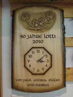 Uhr achteckig in Rindentafel