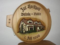 Käsereif mit geschnitzem Haus