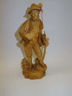 Jäger aus Holz geschnitzt