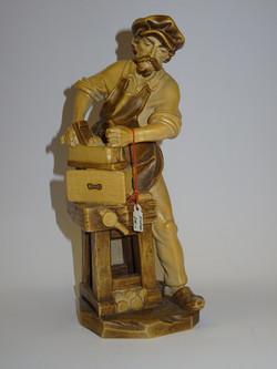 Schreiner aus Holz geschnitzt