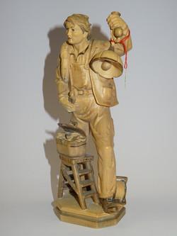 Elektriker aus Holz patiniert
