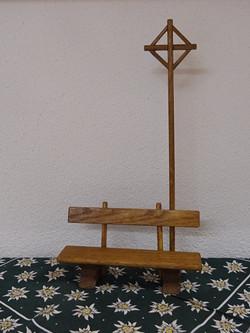 Bänkli mit Kreuz