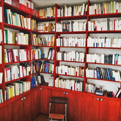 Bibliothèque en Chêne teinte acajou