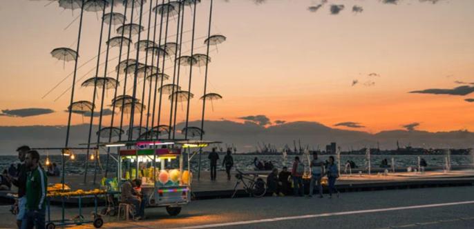 ομπρελίτσες νέας παραλίας θεσσαλονίκης