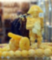 Napoleonas amber statue