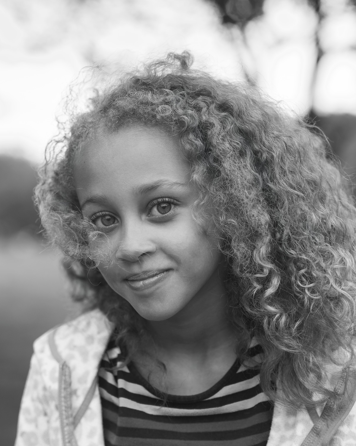 Black& white portrait of young girl