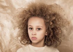 Studioporträtt för barn i Uppsala