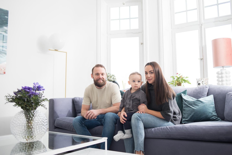 Familjefotografering hemma baby