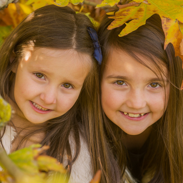 kids photo session in autumn, in a london park.