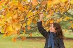 Porträttfoto utomhus på hösten