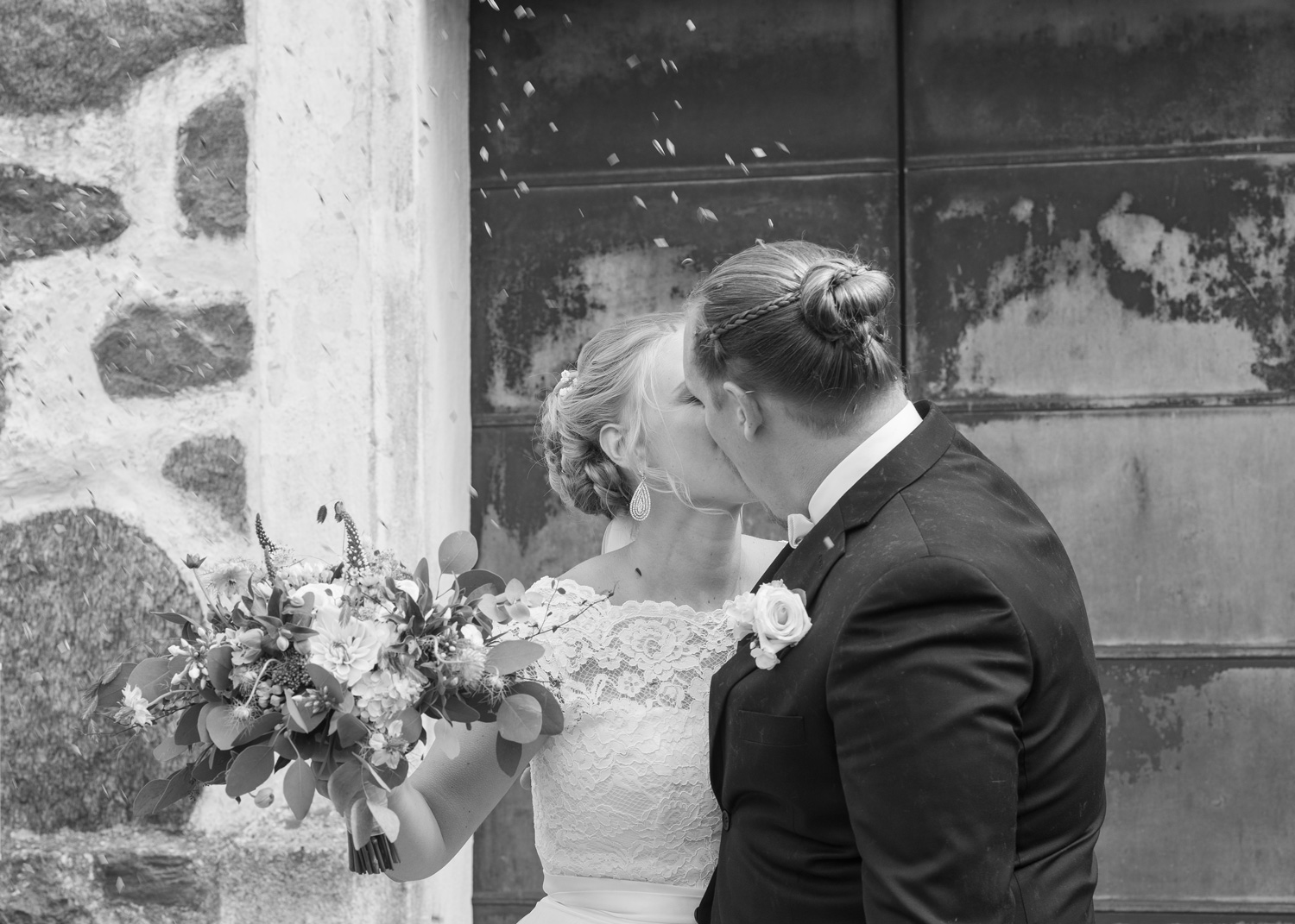 kiss outside the church in confetti