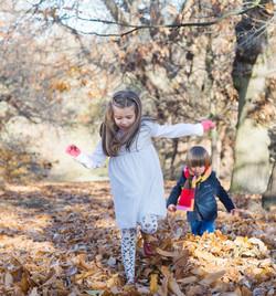 Barnfotografering utomhus höst