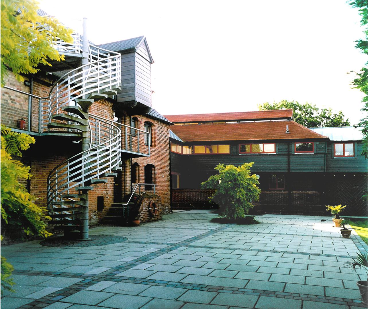 CB00-courtyard01flat.jpg