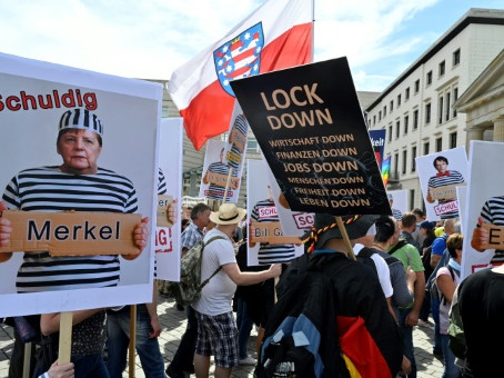 Berlin, German Right Storms Parliament, Rejects Lockdown Measures Loud and Clear