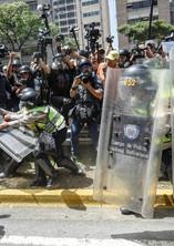 protest violence Venezuelan Police.jpg