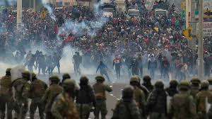 Ecuador police prostestors clash.jpg