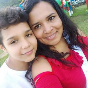 Madre Solteras, San Salvador, EL Salvador, Saluda Amistosamente