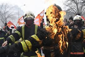 French Firefighers Join Protests across France, fighting with the police in defense of the people.