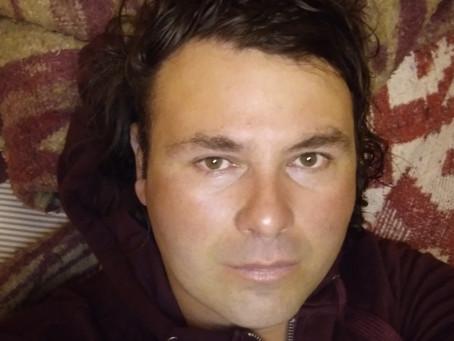 Padre Chileno Sin Pareja, Flexible en lo físico