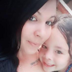 Madre Soltera, Moa, Cuba, Saluda Amistosamente