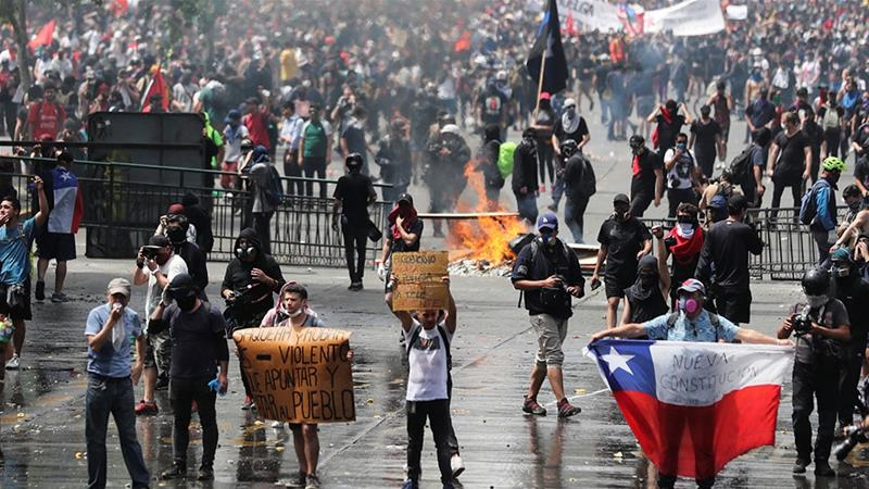 Chile protest streets fire