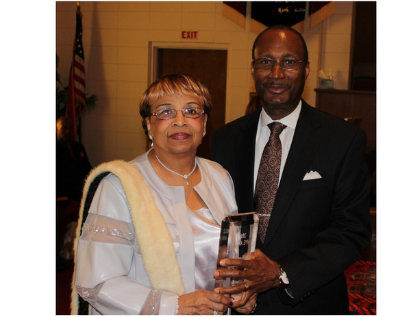 Flonzie is presented the Legend Award by Dr. Jerry Young of the New Hope Baptist Church.