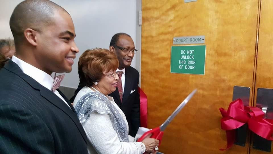 Flonzie cuts the ribbon to the Canton Co