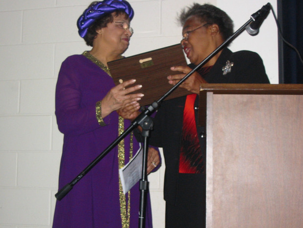 """Canton, MS Alderwoman Jewel Williams presents Flonzie with the """"Journey Award"""" from the Canton Black Heritage Committee in Canton, MS."""