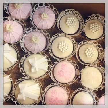 lace and pearl bridal shower cupcakes.jp