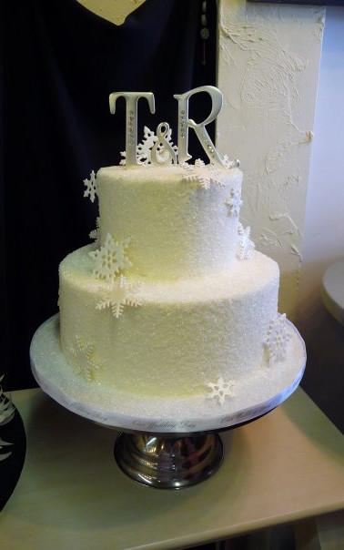 snowflakes wedding cake march 2010.jpg